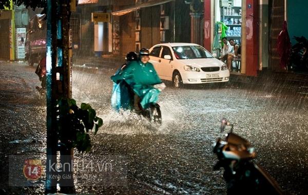 Huế: mưa lớn gây ngập lụt nặng toàn thành phố 10