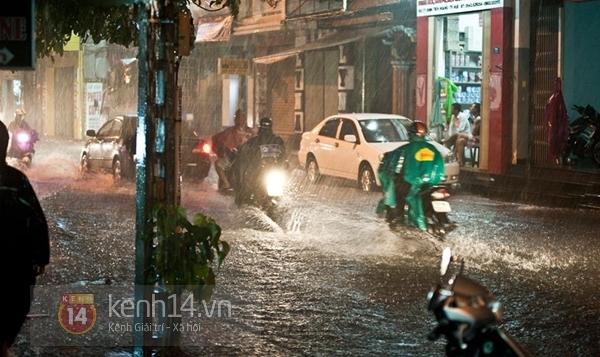 Huế: mưa lớn gây ngập lụt nặng toàn thành phố 11