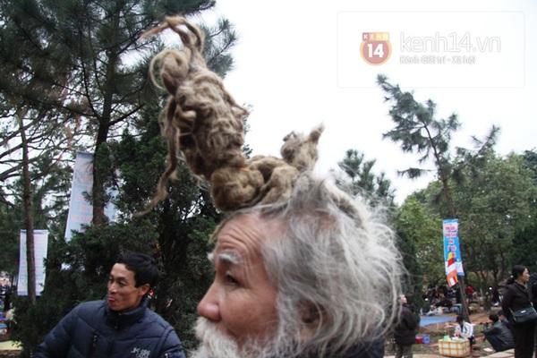 """Cụ ông kiếm tiền ở hội Lim nhờ... tóc """"độc"""" 4"""