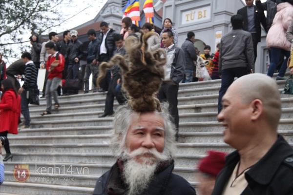"""Cụ ông kiếm tiền ở hội Lim nhờ... tóc """"độc"""" 9"""