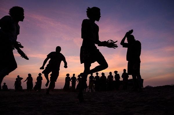 Cộng đồng 50.000 tuổi sống nguyên thủy giữa xã hội hiện đại 2