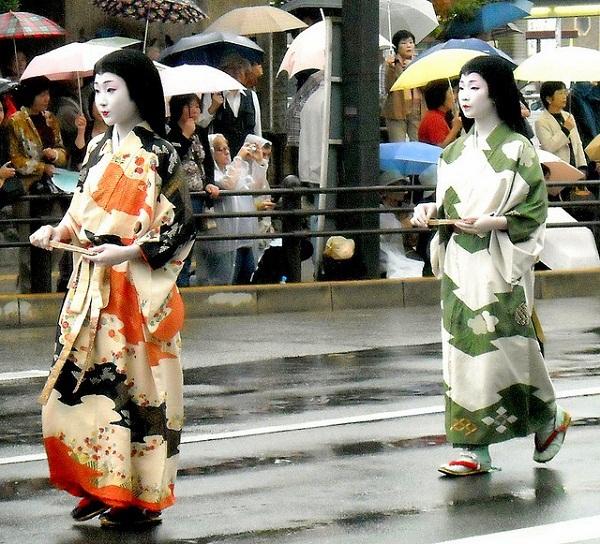 """Chuẩn mực """"khác biệt"""" về vẻ đẹp của phụ nữ Á Đông 9"""