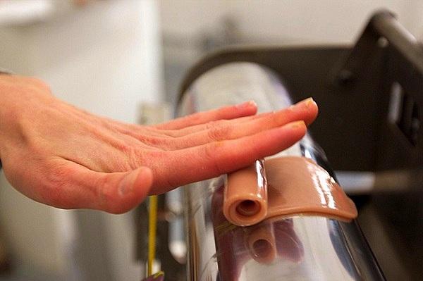 Xem quá trình sản xuất chân tay giả giống y như thật 4