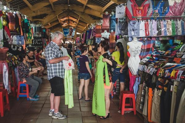 Chùm ảnh: Rộn ràng và tấp nập những khu chợ nổi tiếng Sài Gòn 2