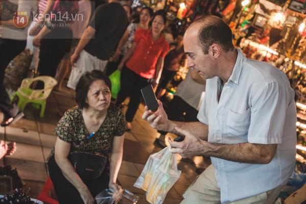 Chùm ảnh: Rộn ràng và tấp nập những khu chợ nổi tiếng Sài Gòn 5