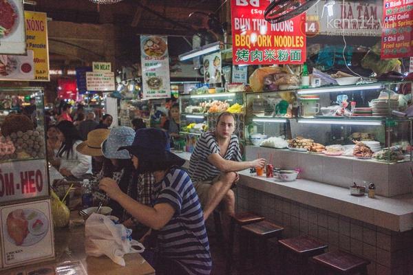 Chùm ảnh: Rộn ràng và tấp nập những khu chợ nổi tiếng Sài Gòn 6
