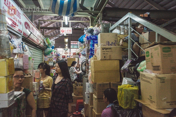 Chùm ảnh: Rộn ràng và tấp nập những khu chợ nổi tiếng Sài Gòn 9