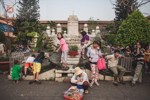 Chùm ảnh: Rộn ràng và tấp nập những khu chợ nổi tiếng Sài Gòn 19