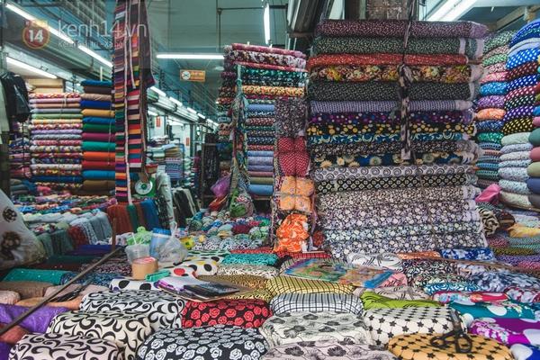 Chùm ảnh: Rộn ràng và tấp nập những khu chợ nổi tiếng Sài Gòn 28