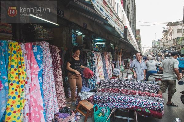 Chùm ảnh: Rộn ràng và tấp nập những khu chợ nổi tiếng Sài Gòn 29