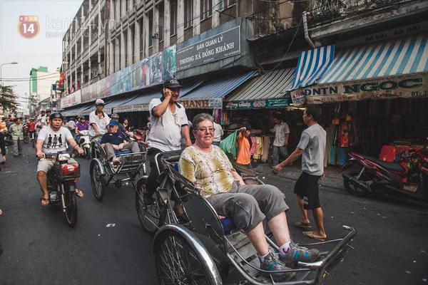 Chùm ảnh: Rộn ràng và tấp nập những khu chợ nổi tiếng Sài Gòn 32