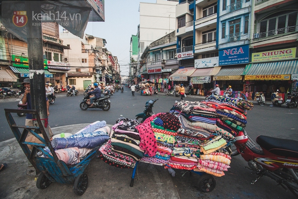 Chùm ảnh: Rộn ràng và tấp nập những khu chợ nổi tiếng Sài Gòn 30