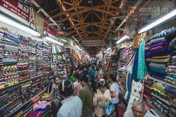 Chùm ảnh: Rộn ràng và tấp nập những khu chợ nổi tiếng Sài Gòn 22