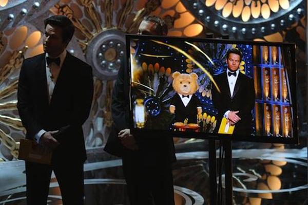 """Khi """"gấu bựa"""" Ted lên sàn Oscar 2"""