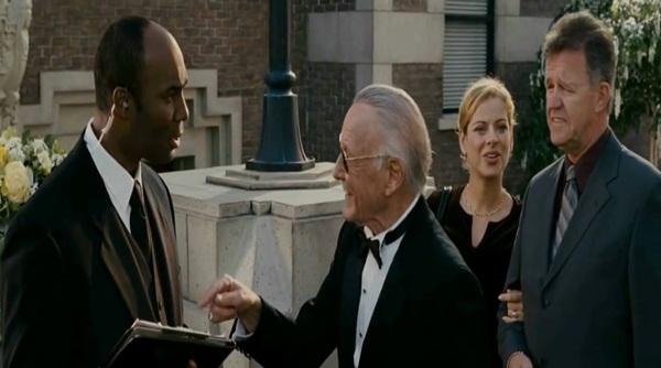 """Những phút """"bá đạo"""" của cha đẻ anh hùng Marvel trên màn ảnh 8"""