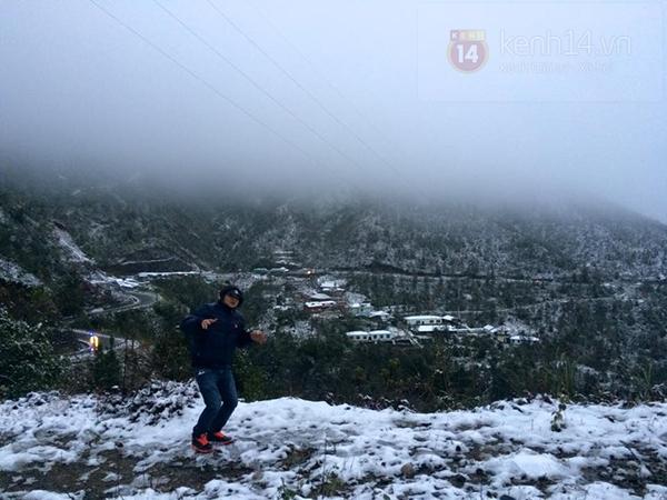 Chùm ảnh: Du khách thích thú chụp ảnh cùng tuyết trắng ở Sa Pa 11