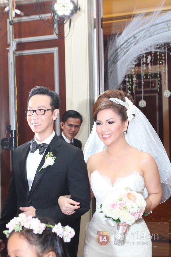 """Con gái Cẩm Ly hóa """"thiên thần rải hoa"""" trong đám cưới Minh Tuyết 21"""
