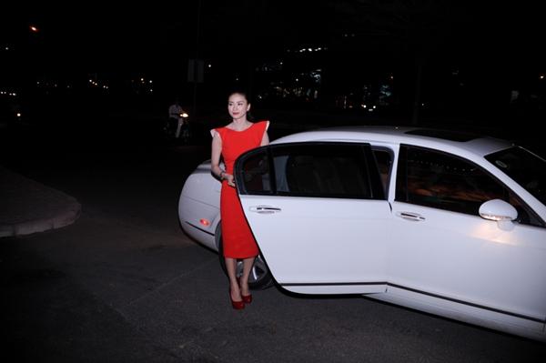 Ngô Thanh Vân đi xem phim bằng siêu xe 2
