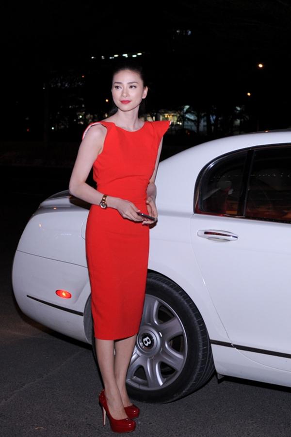 Ngô Thanh Vân đi xem phim bằng siêu xe 3