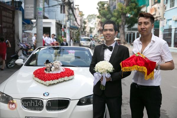 Đông Nhi - Ông Cao Thắng bưng tráp quả trong đám cưới NS Đằng Phương 2