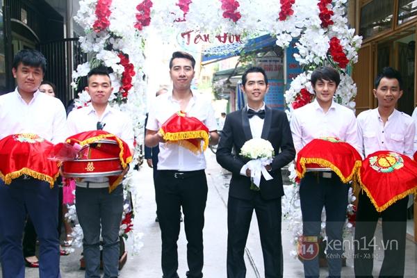 Đông Nhi - Ông Cao Thắng bưng tráp quả trong đám cưới NS Đằng Phương 3