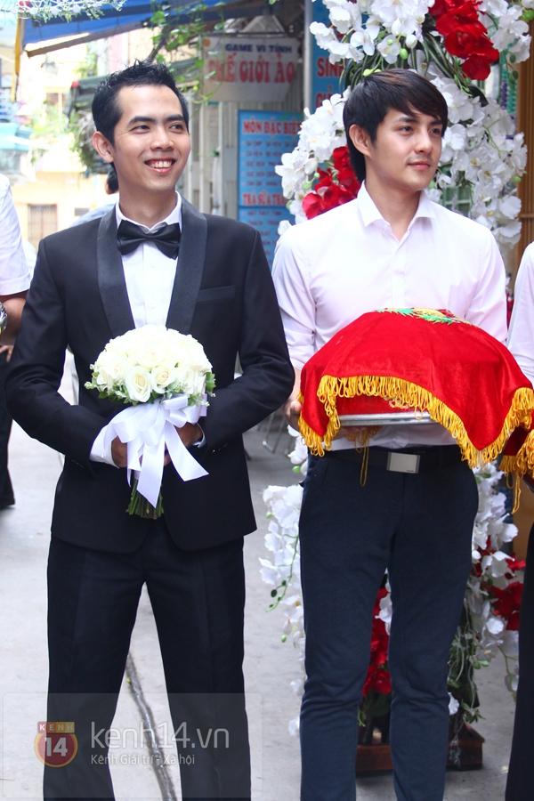 Đông Nhi - Ông Cao Thắng bưng tráp quả trong đám cưới NS Đằng Phương 5