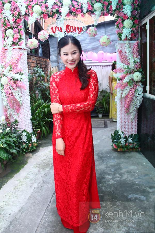 Đông Nhi - Ông Cao Thắng bưng tráp quả trong đám cưới NS Đằng Phương 7