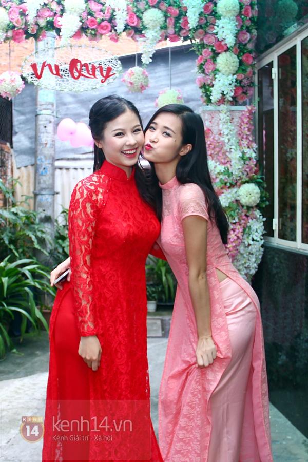 Đông Nhi - Ông Cao Thắng bưng tráp quả trong đám cưới NS Đằng Phương 8