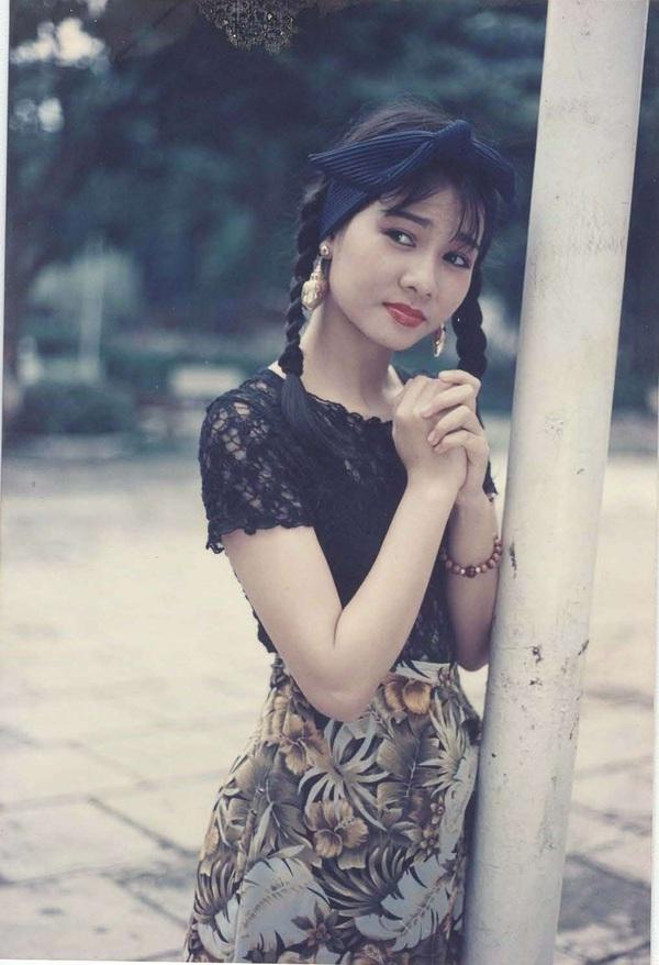 """Ngắm vẻ đẹp qua năm tháng của 4 """"nữ hoàng"""" showbiz Việt 16"""
