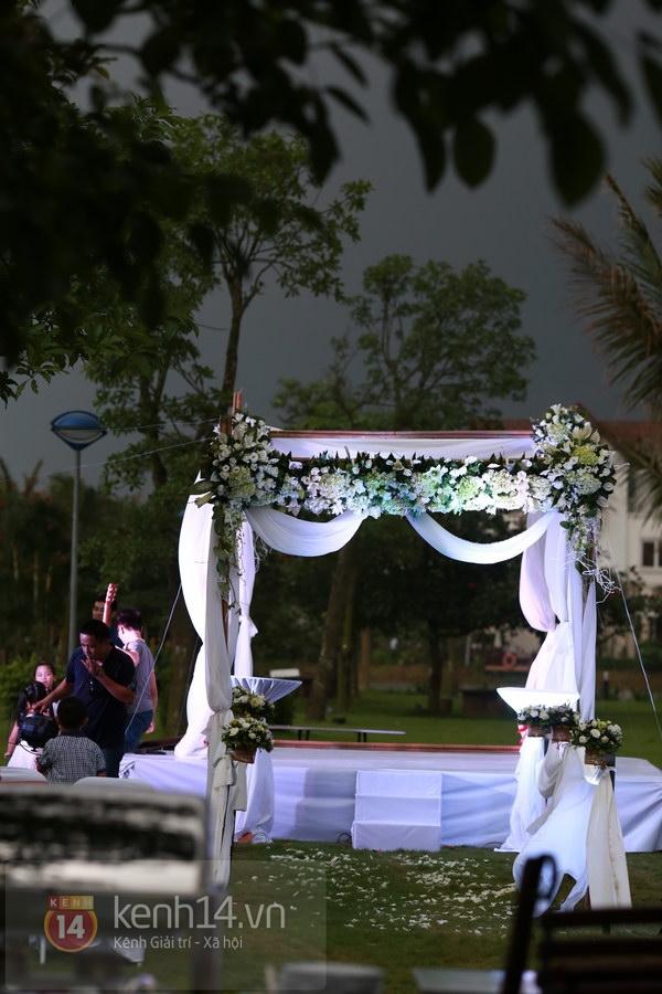 Khánh Linh rạng rỡ trong lễ cưới đặc biệt tổ chức ở ngoài trời 25