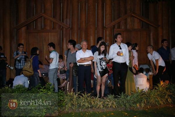 Khánh Linh rạng rỡ trong lễ cưới đặc biệt tổ chức ở ngoài trời 6