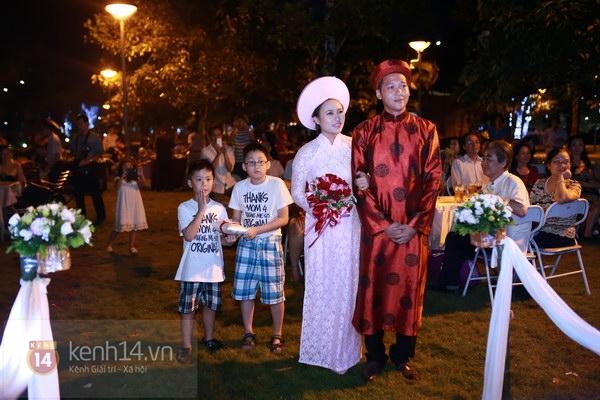 Khánh Linh rạng rỡ trong lễ cưới đặc biệt tổ chức ở ngoài trời 14
