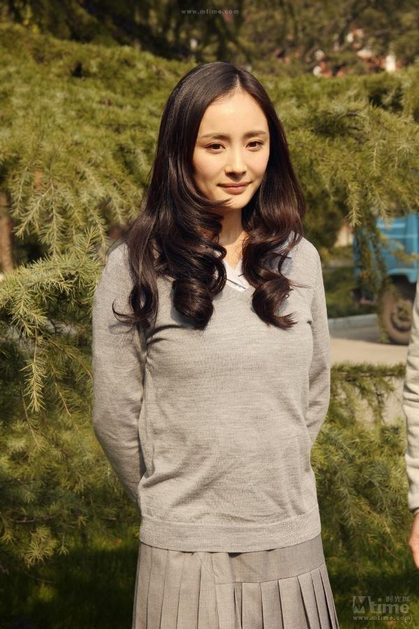 """""""Nữ sinh trung học"""" Dương Mịch bị chê già 2"""
