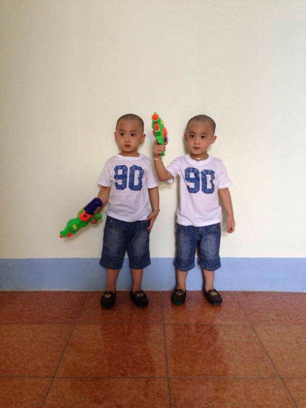 Minh Vương (M4U) khoe 2 con trai nuôi song sinh 9