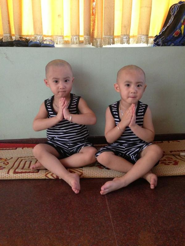 Minh Vương (M4U) khoe 2 con trai nuôi song sinh 10