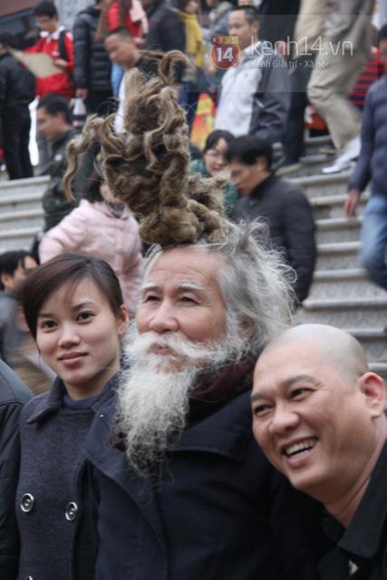 """Cụ ông kiếm tiền ở hội Lim nhờ... tóc """"độc"""" 3"""
