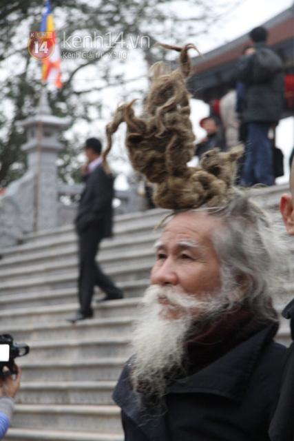 """Cụ ông kiếm tiền ở hội Lim nhờ... tóc """"độc"""" 2"""