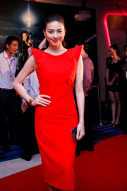 Ngô Thanh Vân đi xem phim bằng siêu xe 5