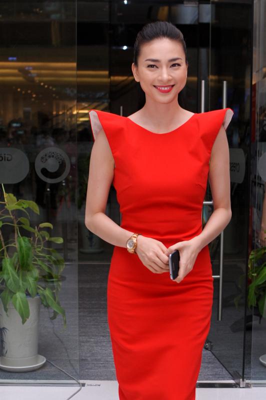Ngô Thanh Vân đi xem phim bằng siêu xe 6