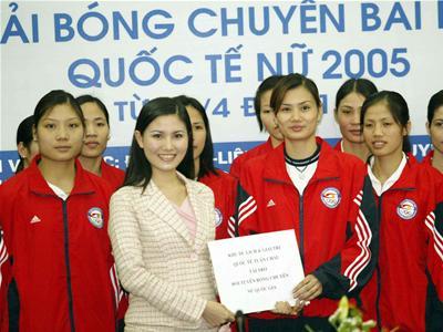 """Những mỹ nữ Việt bỗng dưng """"mất tích"""" khỏi showbiz 8"""
