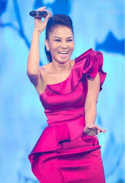 """Ngắm vẻ đẹp qua năm tháng của 4 """"nữ hoàng"""" showbiz Việt 25"""