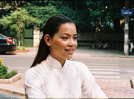 """Ngắm vẻ đẹp qua năm tháng của 4 """"nữ hoàng"""" showbiz Việt 42"""
