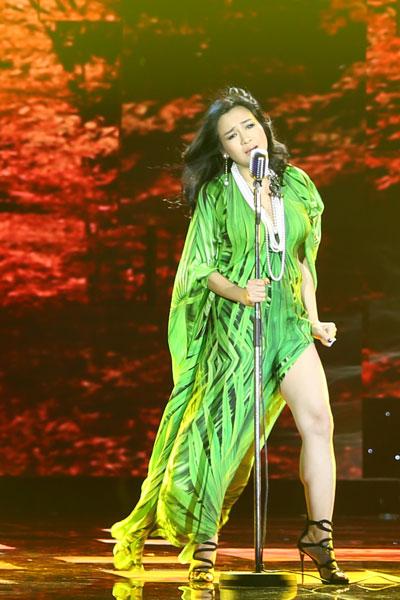 """Ngắm vẻ đẹp qua năm tháng của 4 """"nữ hoàng"""" showbiz Việt 12"""