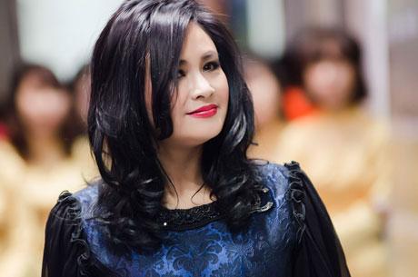 """Ngắm vẻ đẹp qua năm tháng của 4 """"nữ hoàng"""" showbiz Việt 8"""
