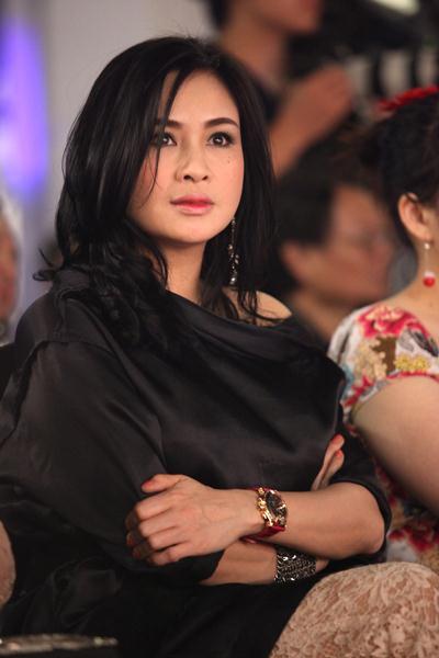 """Ngắm vẻ đẹp qua năm tháng của 4 """"nữ hoàng"""" showbiz Việt 10"""