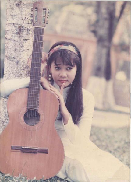 """Ngắm vẻ đẹp qua năm tháng của 4 """"nữ hoàng"""" showbiz Việt 19"""