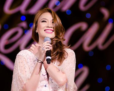 """Ngắm vẻ đẹp qua năm tháng của 4 """"nữ hoàng"""" showbiz Việt 32"""