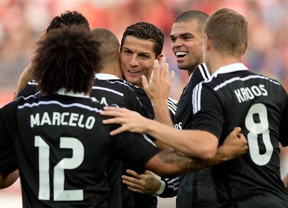 Chiến thắng hoành tráng, Real lần đầu lên ngôi đầu bảng La Liga 1