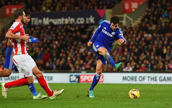 Thắng nhẹ Stoke, Chelsea tái lập khoảng cách 3 điểm với Man xanh 2