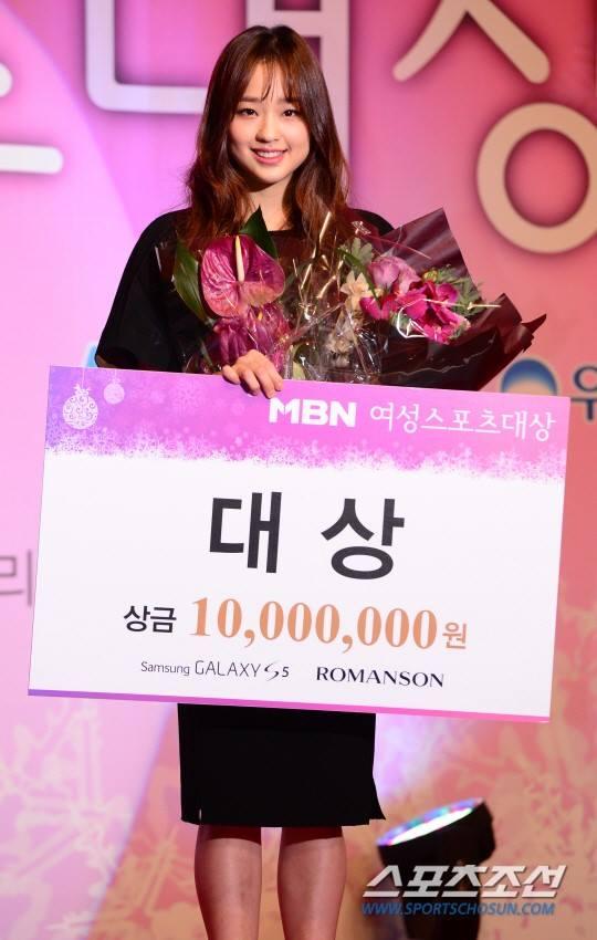 """""""Bông hoa thể dục xứ Hàn"""" Son Yeon-Jae bỏ gần 200 triệu làm từ thiện 3"""